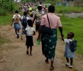 Photos Of Children Running For Their Lives As Soldiers Allegedly Arrive To Inject Them In Bayelsa