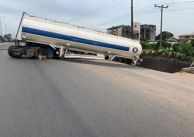 Serious Tension as Another Tanker Fully Loaded With Petrol Crashes in Onitsha [Photos]